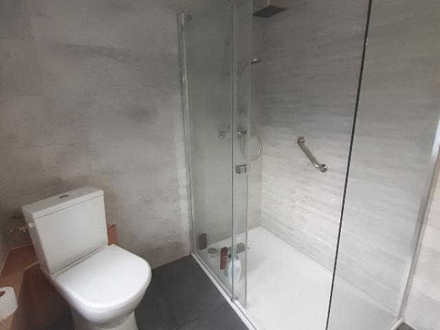 Installation d'une douche PMR ( Douche pour personne à mobilité réduite )